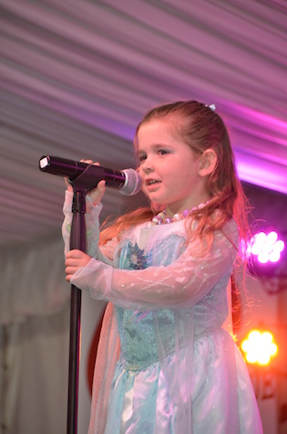 Four-year-old Zoe Burton sings Let It Go